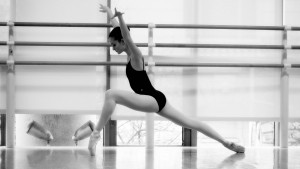 ballet-dancer-b-w-the-legs-Favim.com-485051